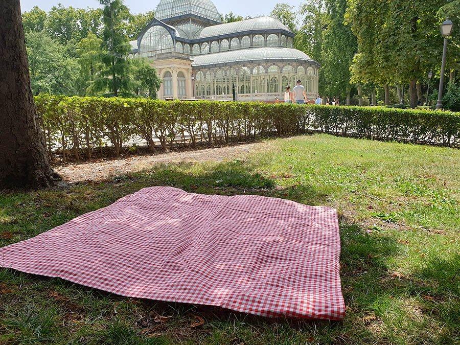 mantel picnic